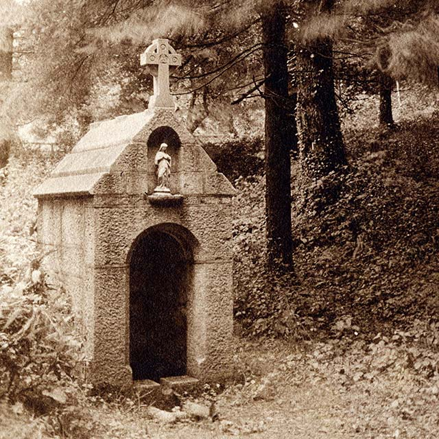 The original Holy Well in 1914